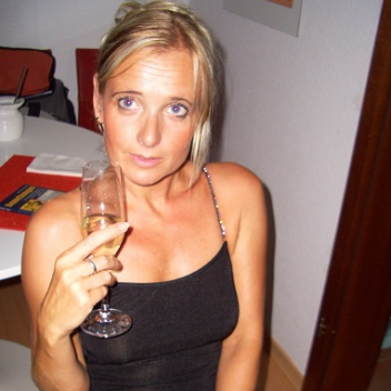 Dating 26 Caroline 39 Opwijk